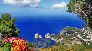Conosciuta come il cuore dell'Italia, l'isola di capri vi farà sentire divinamente ed anacapri